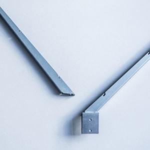 V-образный наконечник из цинка 1.5мм в полемере для столба 60*60